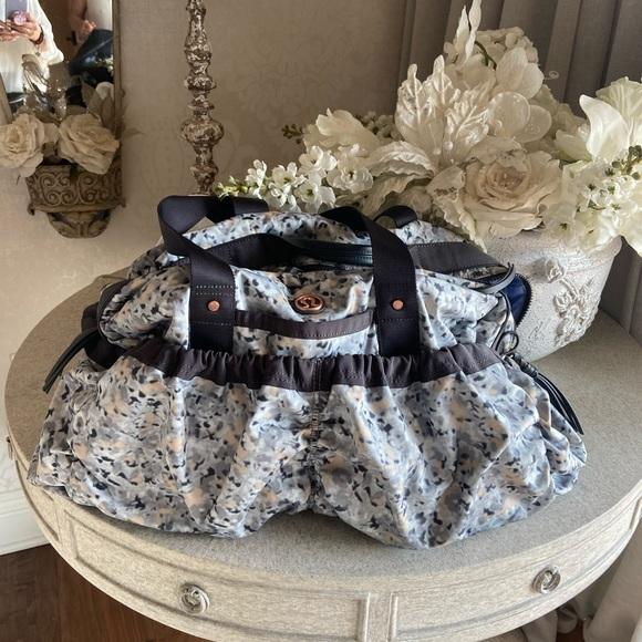 lululemon athletica Handbags - Lululemon travel sport bag